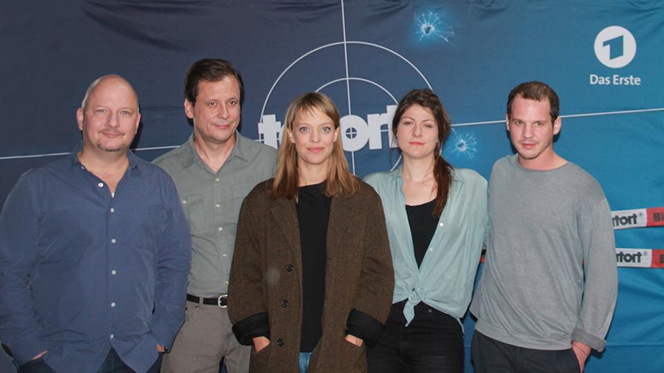 Ermittler-Team mit Heike Makatsch und Regisseurin Katrin Gebbe, TATORT – FÜNF MINUTEN HIMMEL, AT